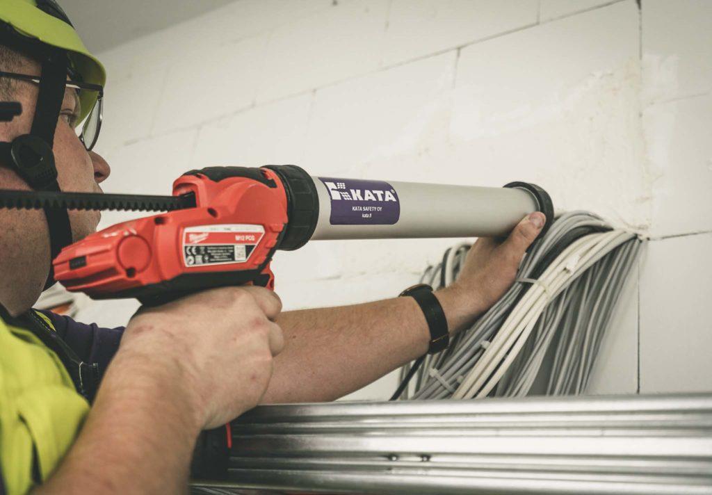Palo-osastointi toimii, kun läpivienti on tiivistetty oikeaoppisella palokatkolla.